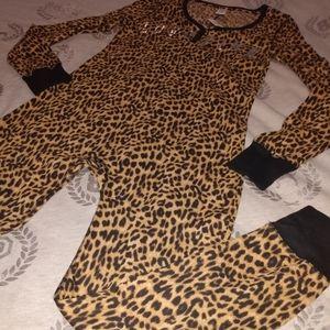 😍 NWT ~ L Cheetah Print Onesie 😍